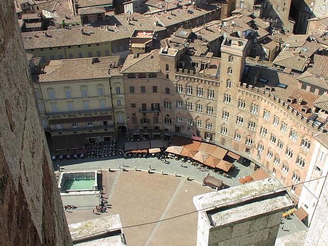 Siena piazza del campo view