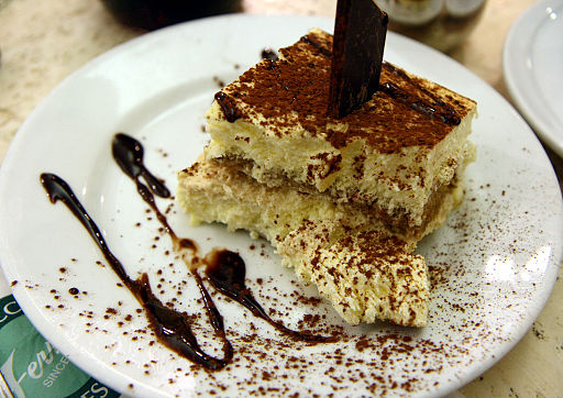 Tiramisu_with_cholocate_sauce_at_Ferrara_in_Little_Italy,_New_York_City